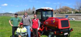 Riversa hace la entrega de la segadora TORO Groundmaster 5910 a la empresa URBASER en Barcelona.