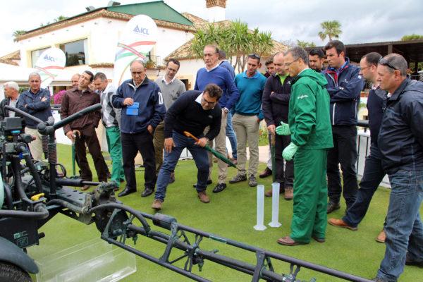 5.- Un momento de la jornada en el campo de golf
